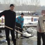 Бригады работников на уборку снега, чистка территории от наледи, Барнаул